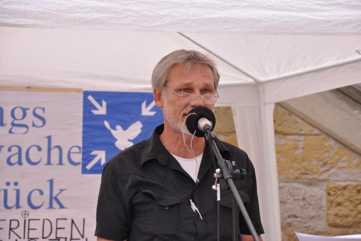 01-eingangansprache-wolf-montagsmahnwache-osnabrueck-02-06-2014-DSC_0047