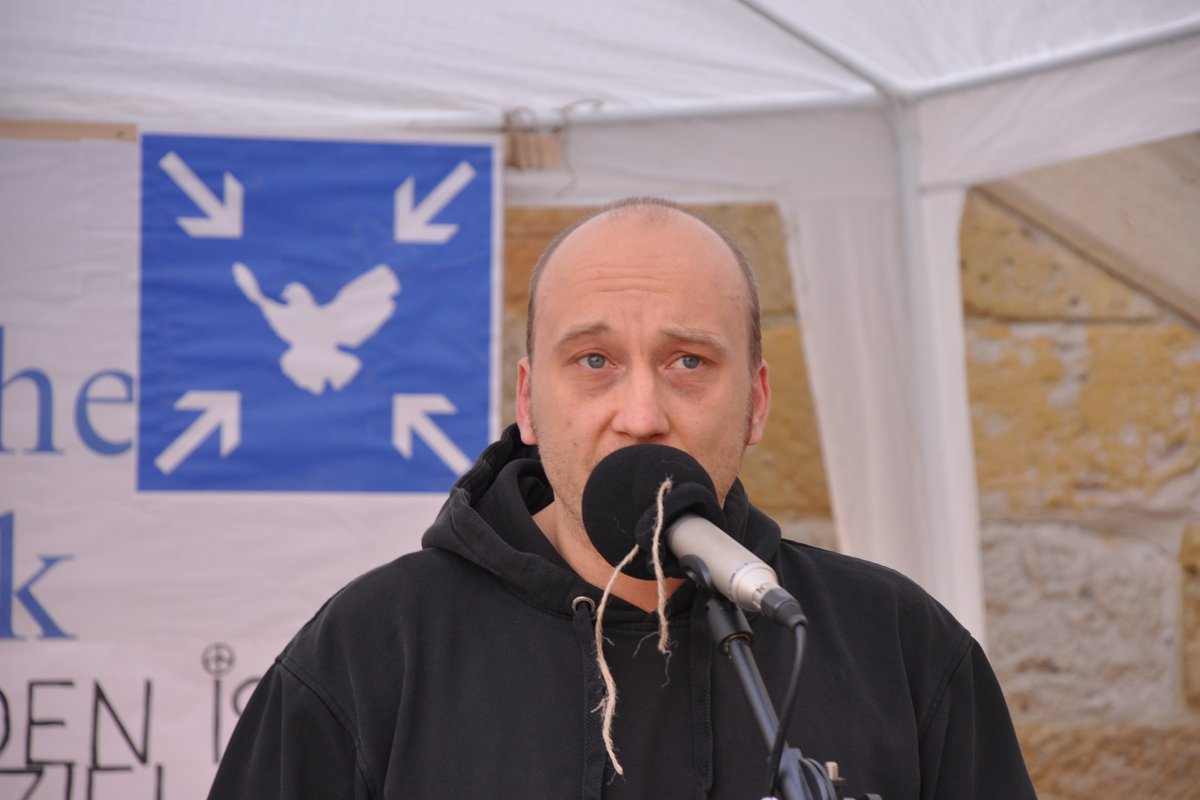 03-spontane-ansprache-uli-montagsmahnwache-osnabrueck-02-06-2014-DSC_0073