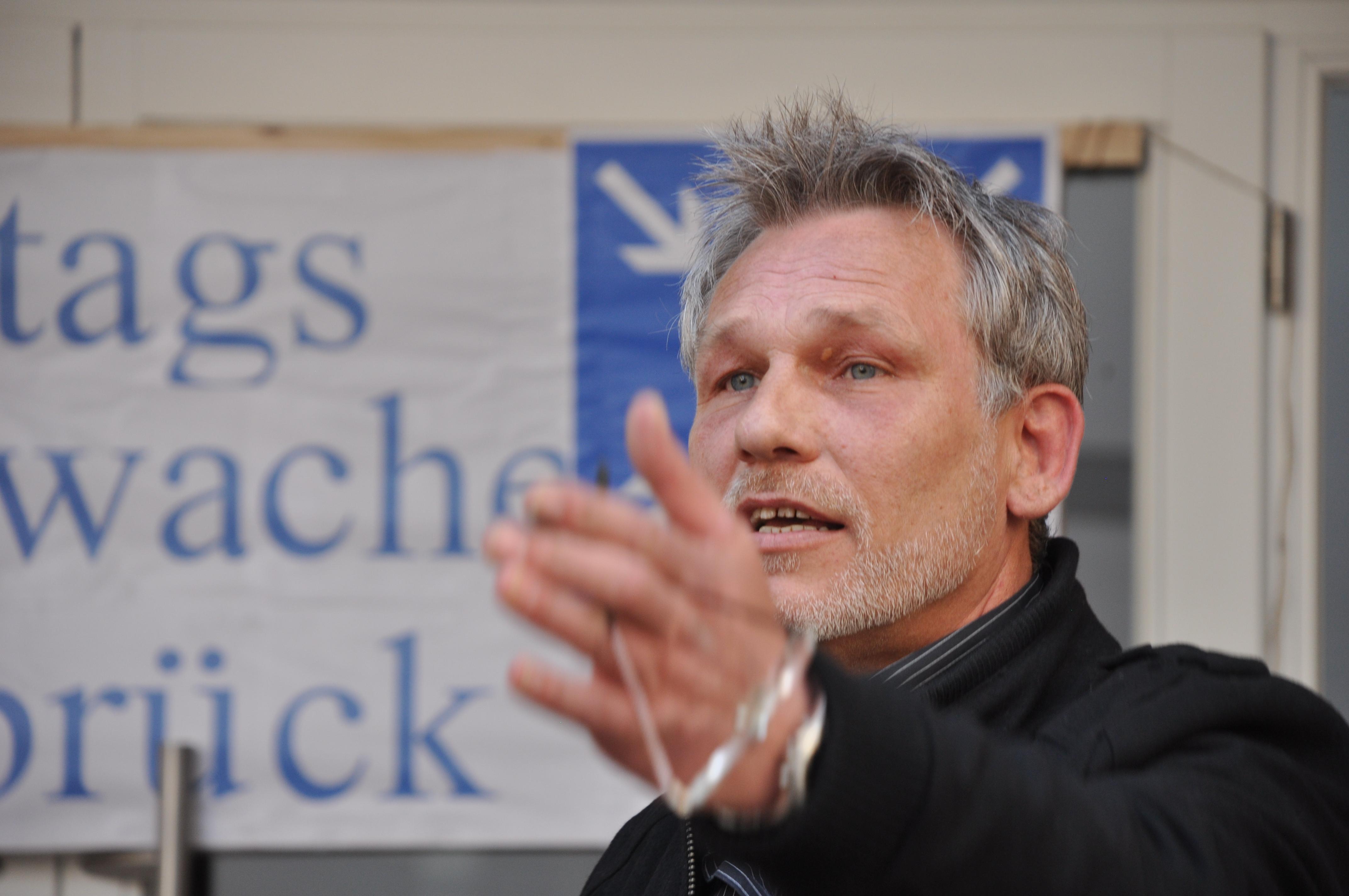 Wolfgang Wiedenbrück, Mitinitiator, Eingangsansprache MontagsMahnwache Osnabrück am Heger Tor 05.05.2014