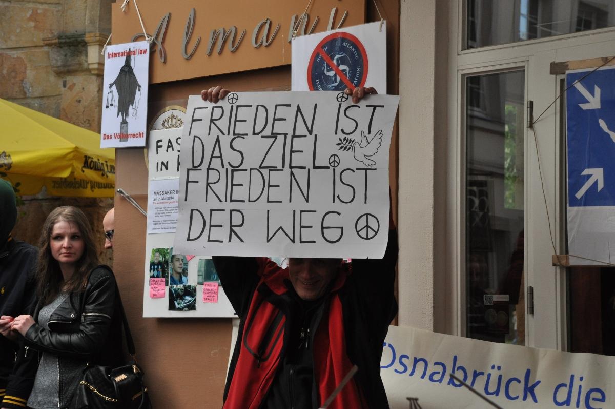 16-frieden-ist-das-ziel-frieden-ist-de-weg-schild-DSC_0677
