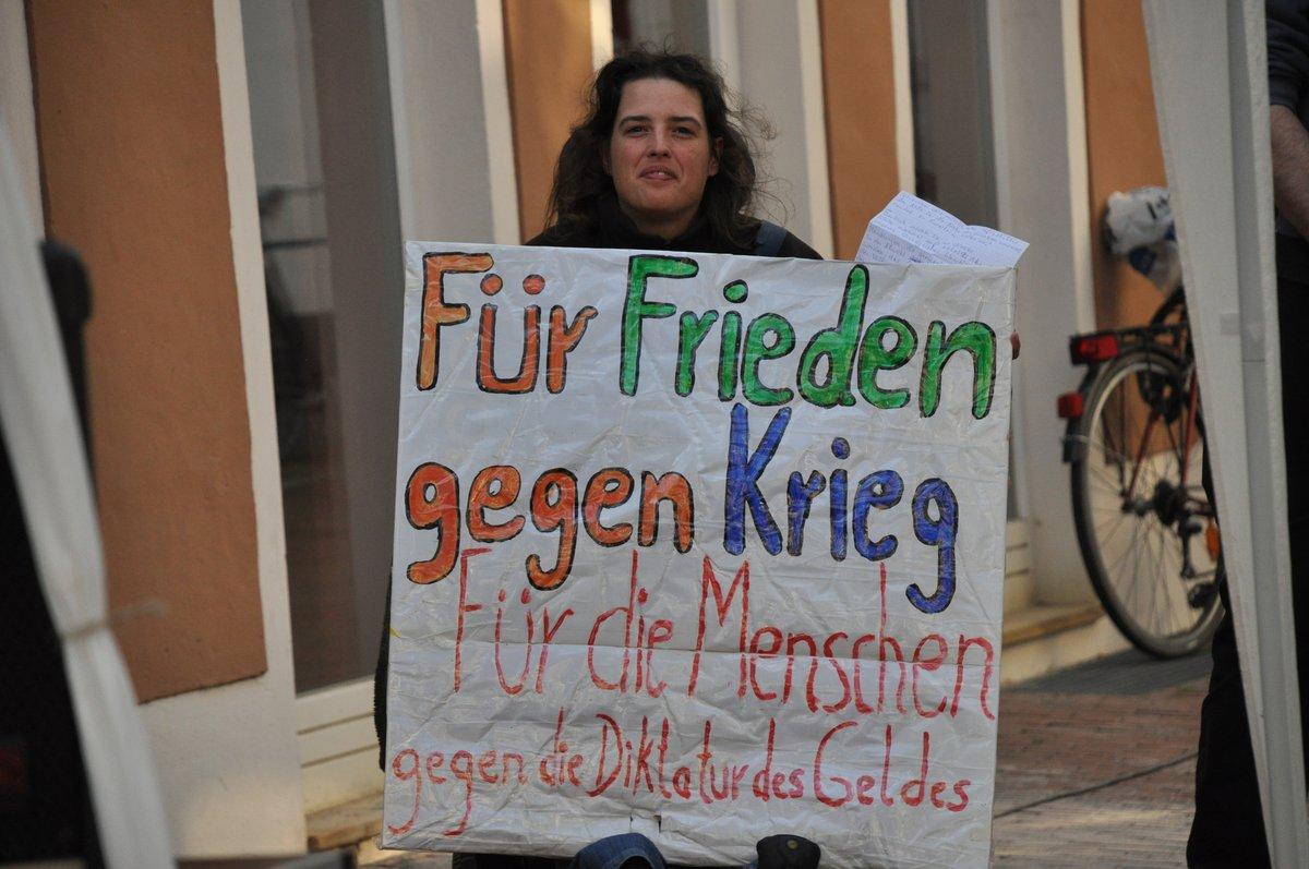 11-elisa-fuer-frieden-gegen-krieg-plakat-19-05-2014-DSC_0031