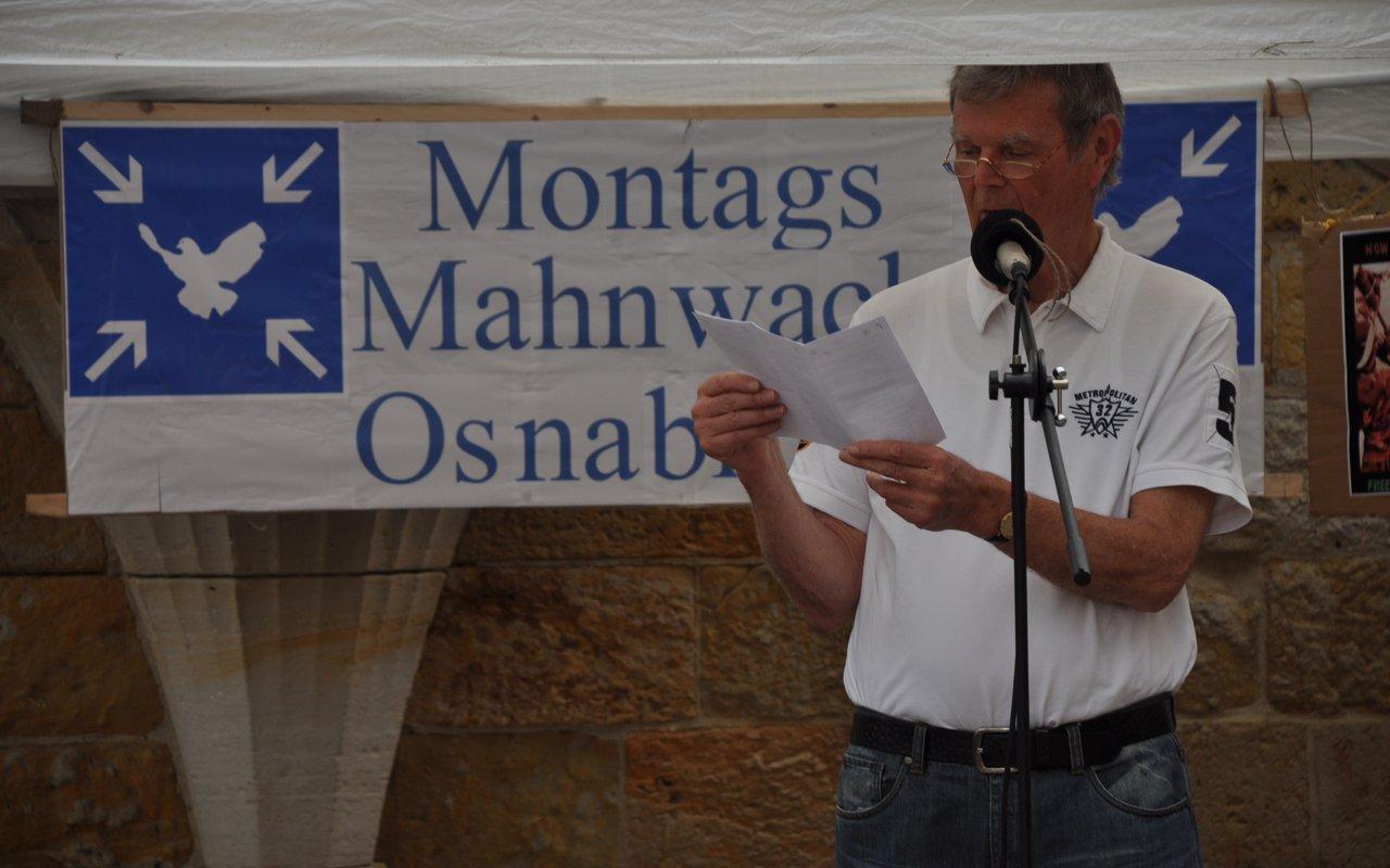 02-spontane-ansprache-helmut-montagsmahnwache-osnabrueck-16-05-2014-DSC_0324