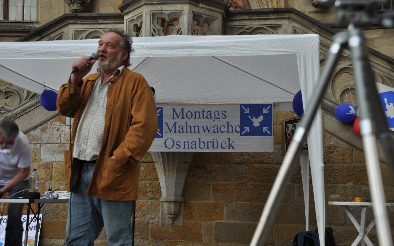 08-spontane-ansprache-bernhard-montagsmahnwache-osnabrueck-26-05-2014-DSC_0499