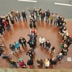 Friedenszeichen aus Menschen  (c) Montagsmahnwache Osnabrück, Photos Nicole Behrendt