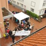 mehr als 70 Mahnwachenteilnehmer trotz starken Regens in Osnabrück am Heger Tor(c) Montagsmahnwache Osnabrück, Photos Nicole Behrendt
