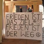 Frieden ist ds Ziel - Frieden ist der Weg! - Motto / Claim der 'Montagsmahnwache Osnabrück' Schild